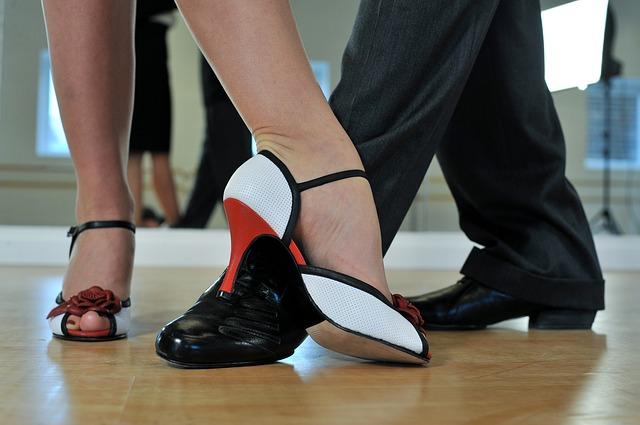 La vida en pareja es como un baile, cuando uno da un paso atrás el otro lo da hacia adelante y viceversa.